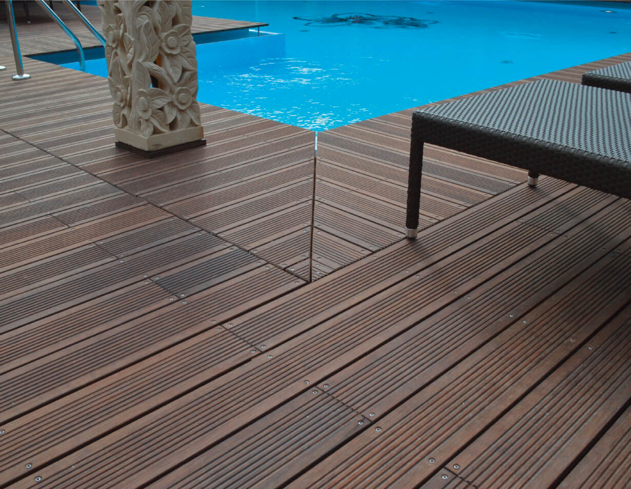 Bambusbild mit Pool